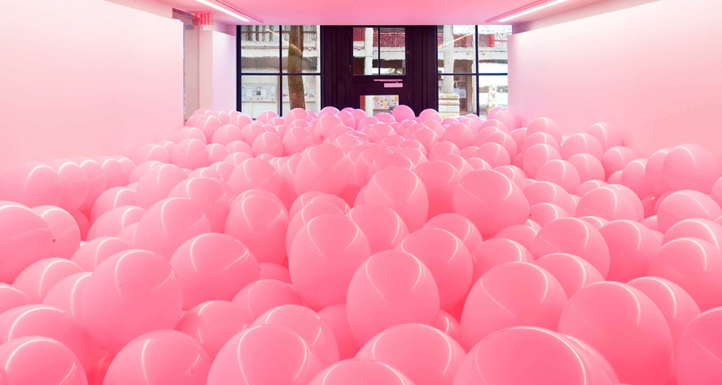 Image of Martin Creed, Work No. 329, 2004, balloons. On loan from the Rennie Collection at Wing Sang, Vancouver. Photo by SITE Photography. © Martin Creed